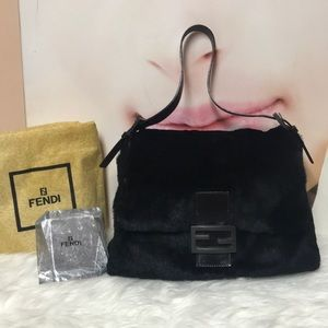 Authentic Fendi Shoulder bag made of real fur